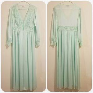 Shadowline Long gown & Peignoir set Sz M